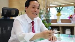 03노후 건설기계 엔진교체 지원사업 추진하는 김주수 의성군수.jpg
